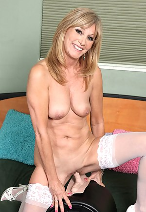 Free MILF Fucking Machine Porn Pictures