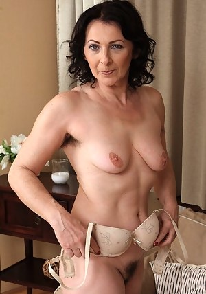 Free Hairy MILF Porn Pictures