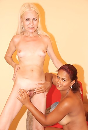 Free Lesbian MILF Interracial Porn Pictures